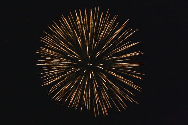 golden-starburst-fireworks.jpg